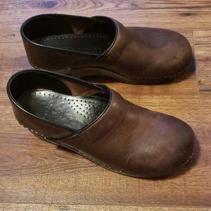 Dark brown leather Danskos